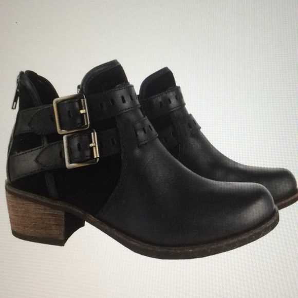 1e8873ed1a5 Ugg Patsy ankle boot black size 8